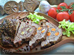 Говядина, запеченная с морковью и чесноком