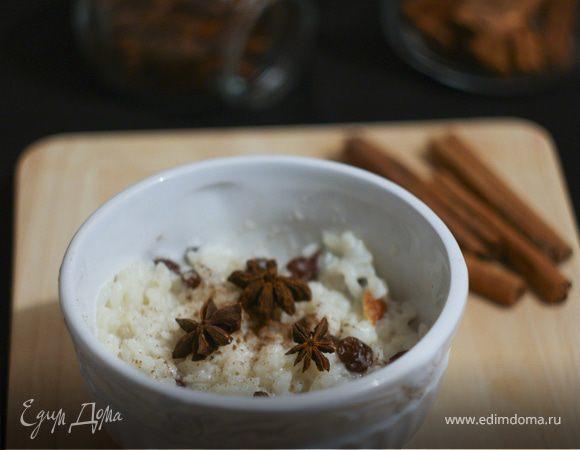 Пряная рисовая каша с изюмом на кокосовом молоке