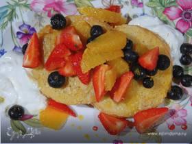 Французские гренки с апельсином и ягодами