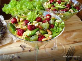Салат с земляникой, авокадо и киви