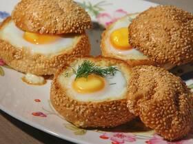 Яйца с семгой, запеченные в корзинках