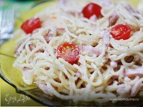 Спагетти с ветчиной и сливочно-сырным соусом