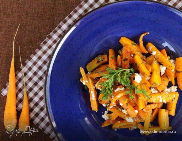 Салат из запеченной моркови с соленым сыром