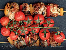 Шашлычки из цесарки с помидорами черри и сладким перцем
