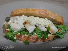 Сэндвич с рыбными пальчиками и тартаром