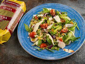 Салат из гречки с копченой курицей и томатами