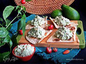 Паштетный салат из авокадо и риса