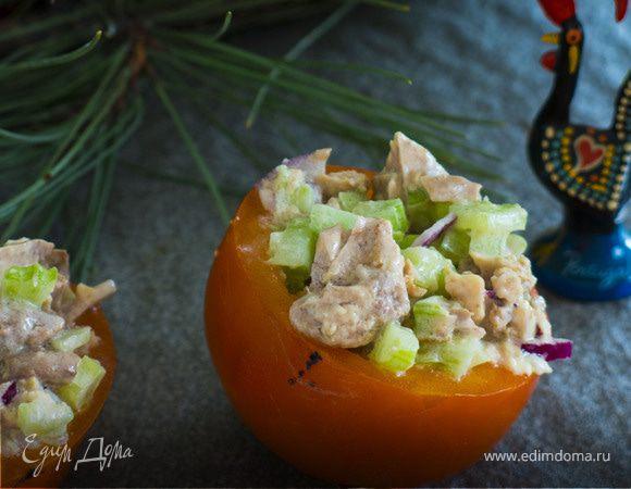 Салат с печенью трески в «креманках» из хурмы