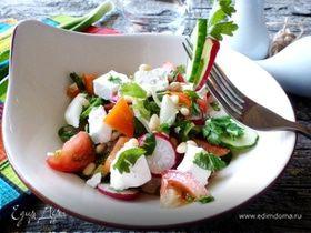Овощной салат с брынзой и кедровыми орешками