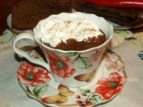 Горячий шоколад с перцем чили и взбитыми сливками