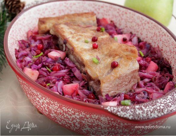 Свинина с красной капустой и яблоками