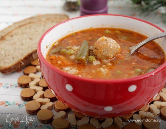 Томатный суп с рисом, овощами и фрикадельками
