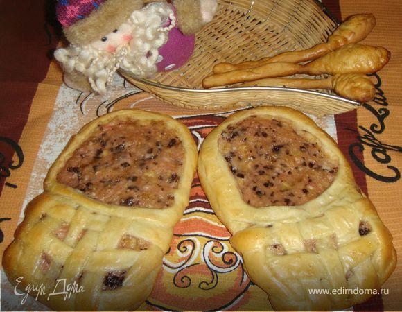 «Лапти» из дрожжевого теста с банановой начинкой