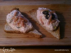 Паштет из слабосоленой семги с томатами и маслинами
