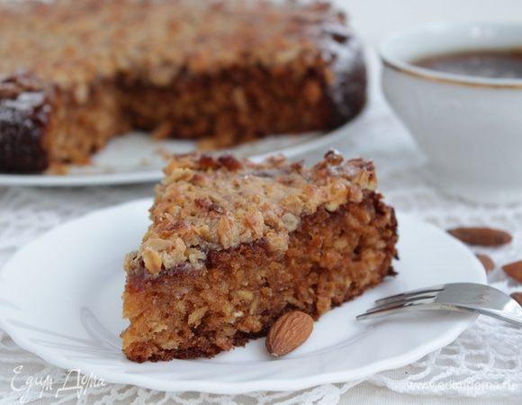 Пирог с овсяными хлопьями, медом и орехами