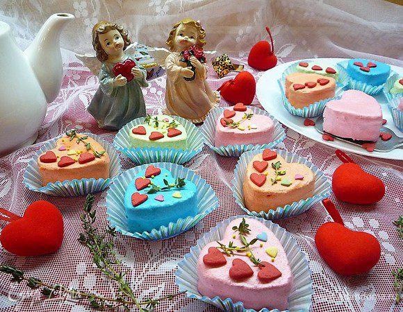Пирожные-птифуры «Миндальные сердечки»
