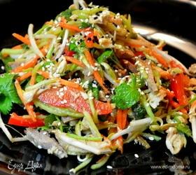 Острый салат с мясом и овощами