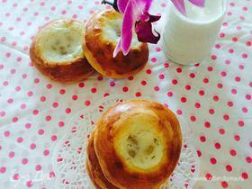 Нежные булочки со сметаной и изюмом