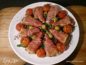 Прошутто с творожным сыром, инжиром и вялеными томатами