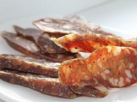 Сыровяленая колбаса чоризо