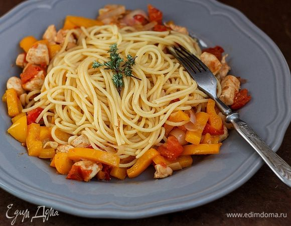 Заправка для спагетти из куриного филе с овощами