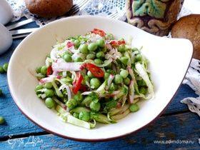 Салат из молодой капусты, редиски и горошка