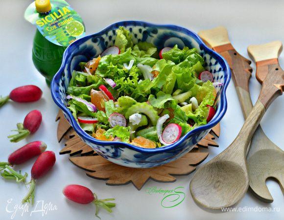 Овощной салат с редисом и мандаринами
