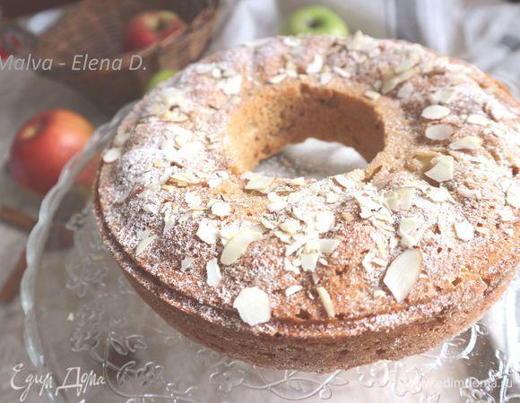 Пряное кольцо с яблоками