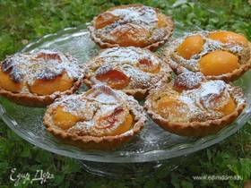 Тарталетки с абрикосами и фисташковым кремом