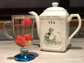 Белый травяной чай с малиной