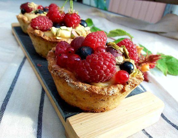 Корзиночки с ванильным кремом и свежими ягодами