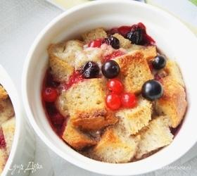 Хлебный пудинг с ягодой