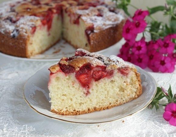 Деревенский пирог с клубникой