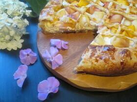 Творожный пирог с нектаринами и персиками