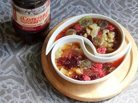 Окрошка с ревенем и сибирскими ягодами