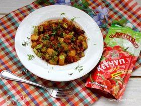 Соте из кабачков с беконом и кетчупом