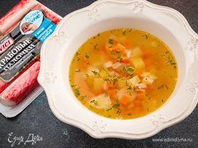 Легкий суп с крабовыми палочками