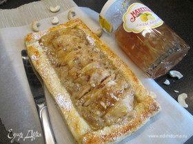 Грушевый пирог с лимонным джемом и кешью
