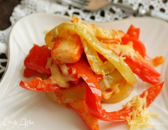 Теплый салат с крабовыми палочками