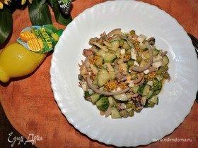 Салат с морепродуктами и лимонно-горчичным соусом