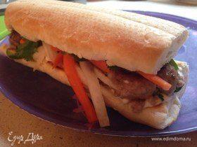 Сэндвич «Бан ми» с тефтелями