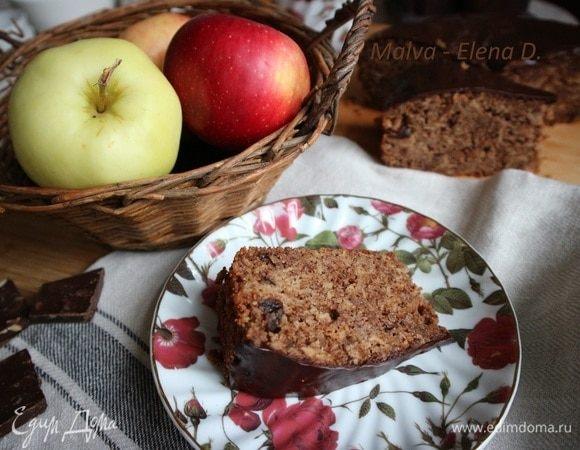 Шоколадный пирог с яблоками и брусникой
