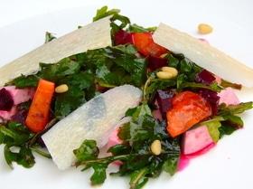Салат с фетой и хурмой