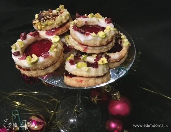 Рождественские колечки с вишней и фисташками