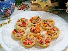 Тарталетки с салатом из тунца