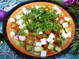 Карпаччо из шампиньонов с авокадо и фетаксой