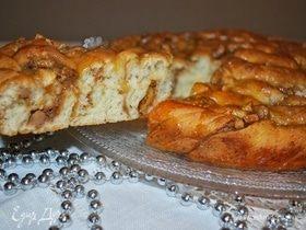 Карамельный пирог с яблоками и грецкими орехами