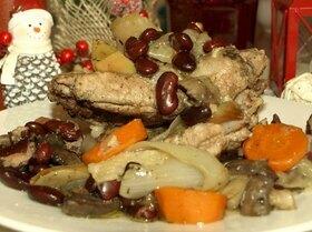 Свиные ребрышки с грибами и красной фасолью