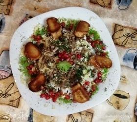Легкий салат из куриной грудки, маринованной в кетчупе