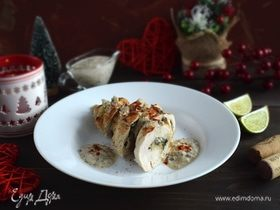 Куриный рулет со шпинатной начинкой и грибным соусом
